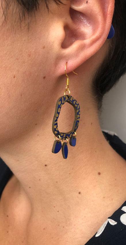 Boucle d'oreilles recyclé PVC bleu fabriqué à Lyon